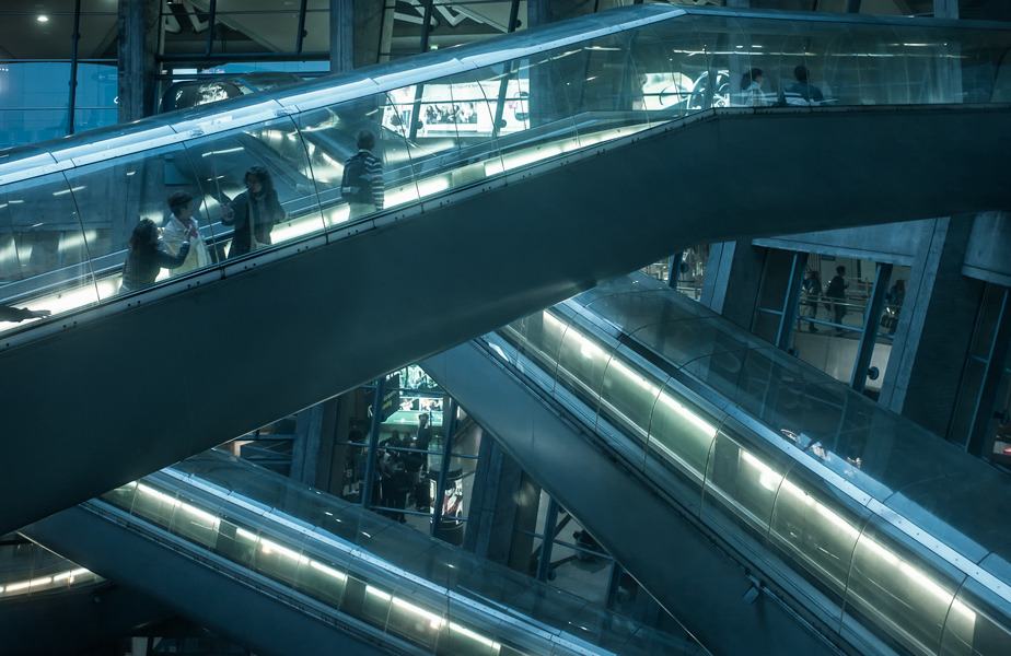 Paris-France-Paul-Andreu-Charles-de-Gaulle-airport-Terminal-1-escalator-travelator-photo-by-Jonathan-Savoie_1200