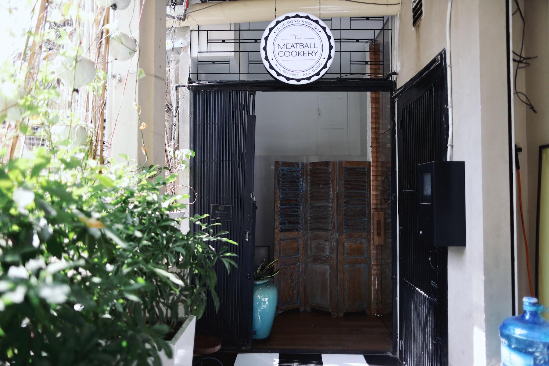 Meatball Cookery Saigon ©PulpCollectors 11