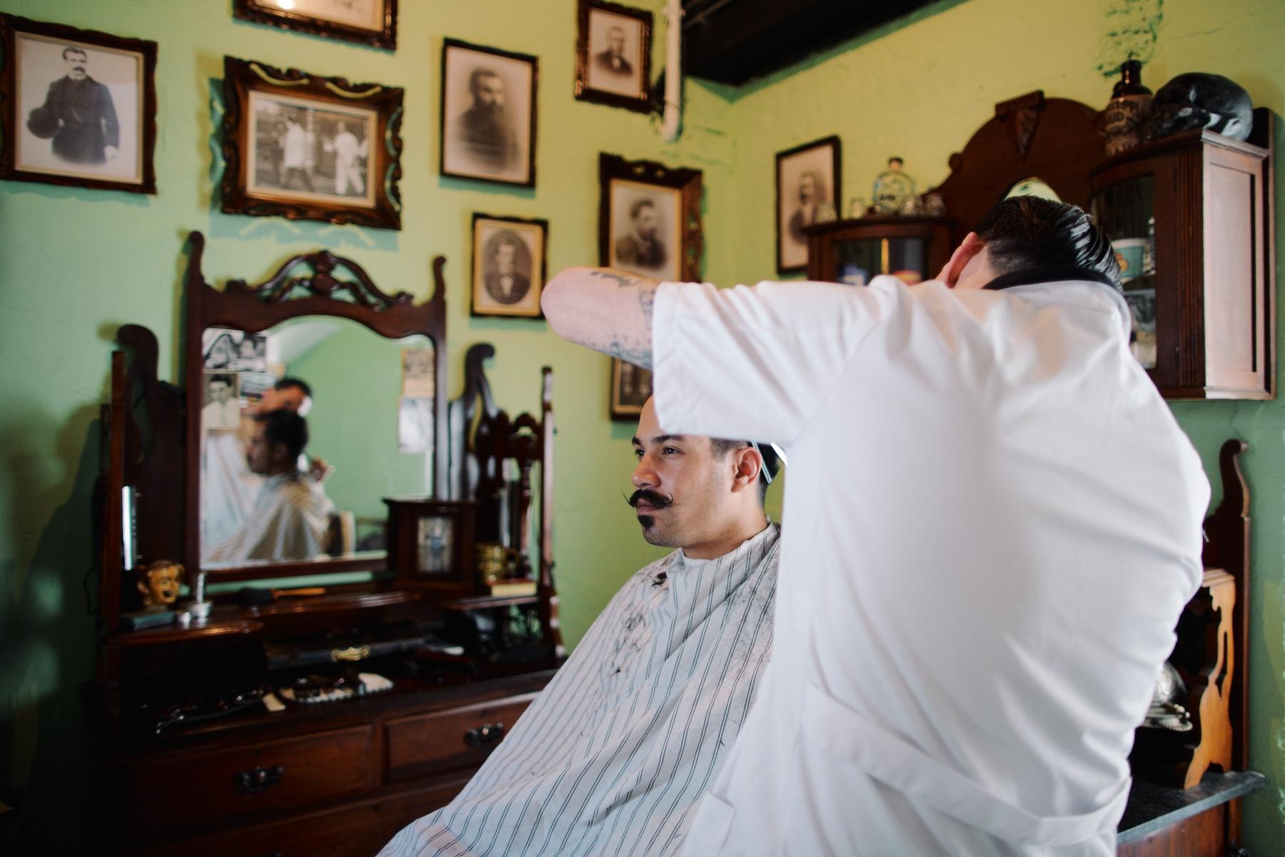 barbershop utrecht, monsieur moustache, pascal bannink, brughuisje, unieke locatie, cityguide utrecht, utrecht, barbershop in brughuisje